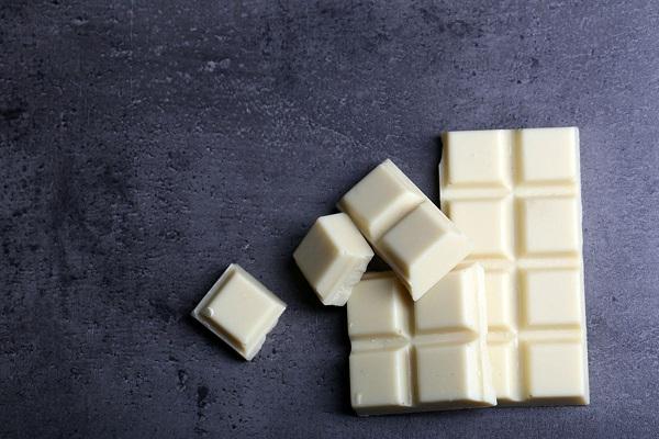 روش آب کردن شکلات سفید